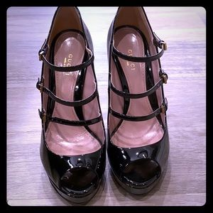 Patent leather Gucci open toe platform heels